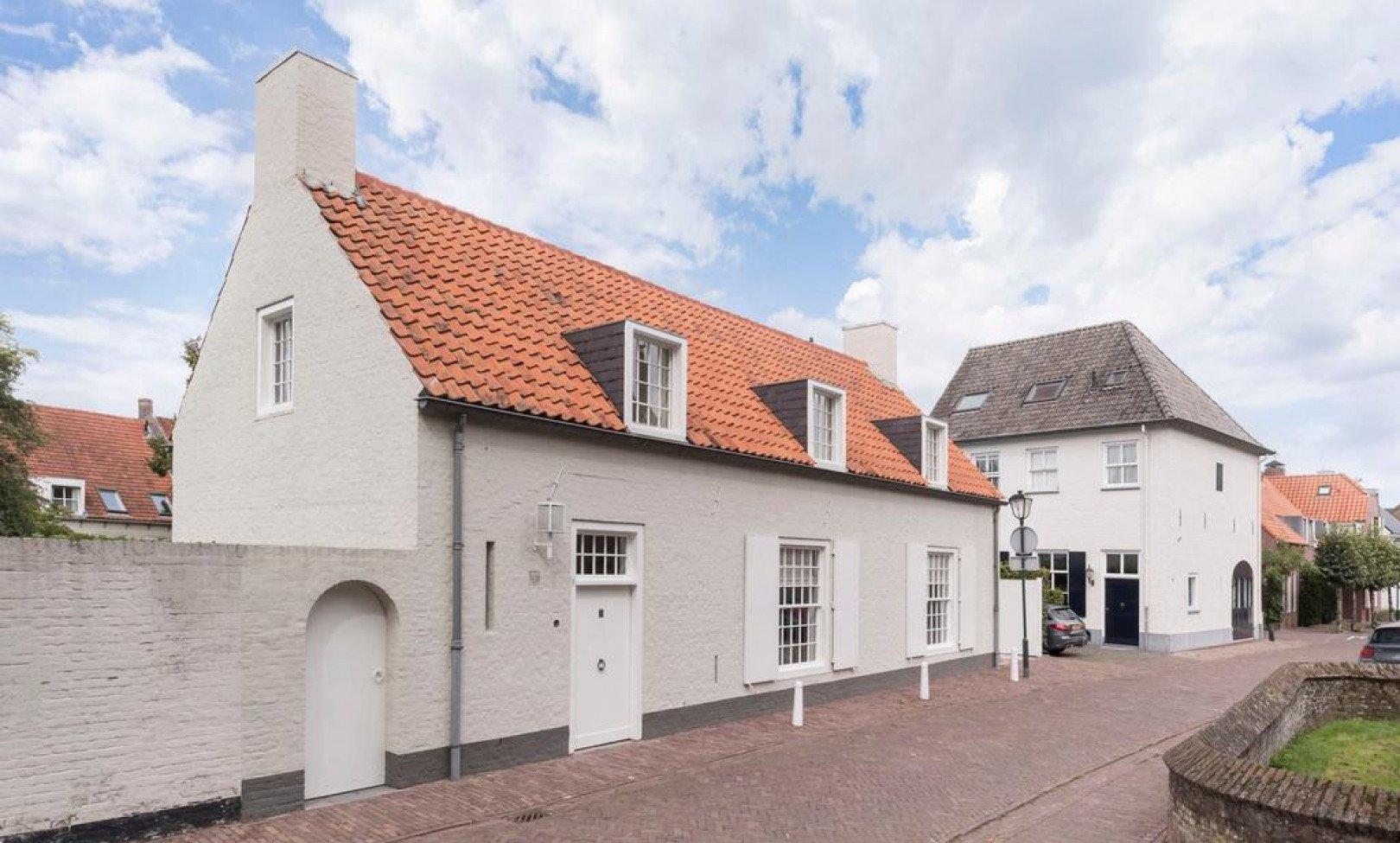 Hilvarenbeek, Kapittelstraat 1